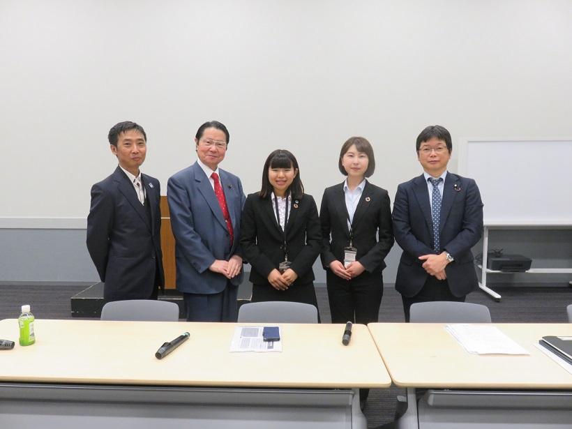 【神奈川新聞】「国際連帯税」導入を 横浜市立大生、議員に訴え